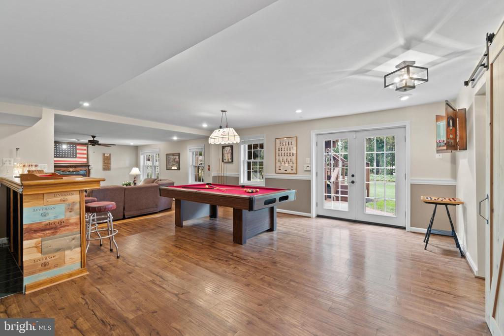 Lower level recreation area walks out to patio - 46476 MONTGOMERY PL, STERLING