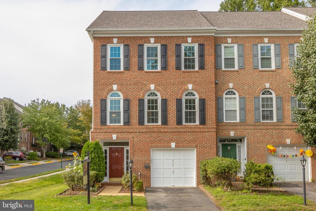 Location! Location! Location! Heart of Fairfax! - 4772 BIDEFORD SQ, FAIRFAX