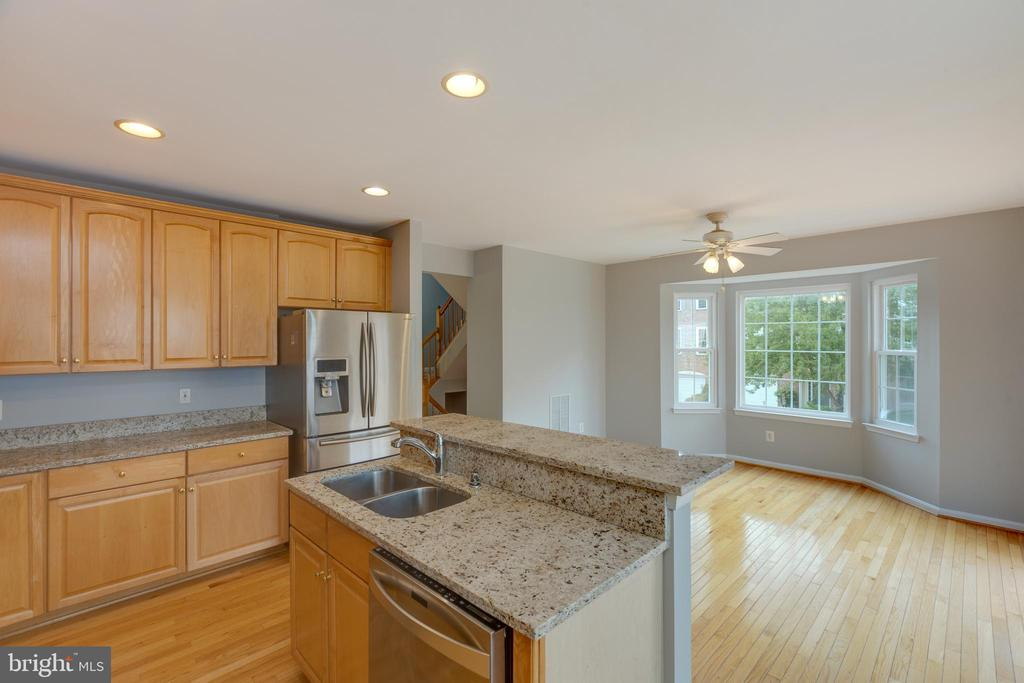 Amazing kitchen to cook or bake in - 4772 BIDEFORD SQ, FAIRFAX