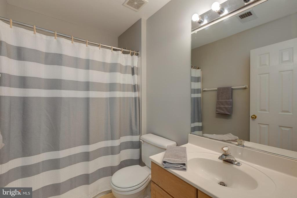 Lower level full bath - 4772 BIDEFORD SQ, FAIRFAX