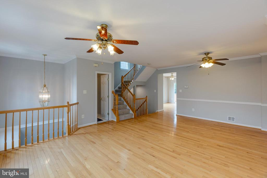 Hardwood throughout main level - 4772 BIDEFORD SQ, FAIRFAX