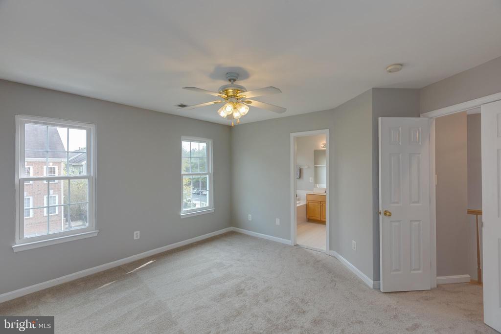 Large Owners Suite - 4772 BIDEFORD SQ, FAIRFAX