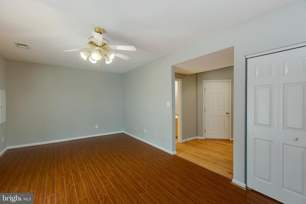 Possible space for lower level bedroom for guests - 4772 BIDEFORD SQ, FAIRFAX