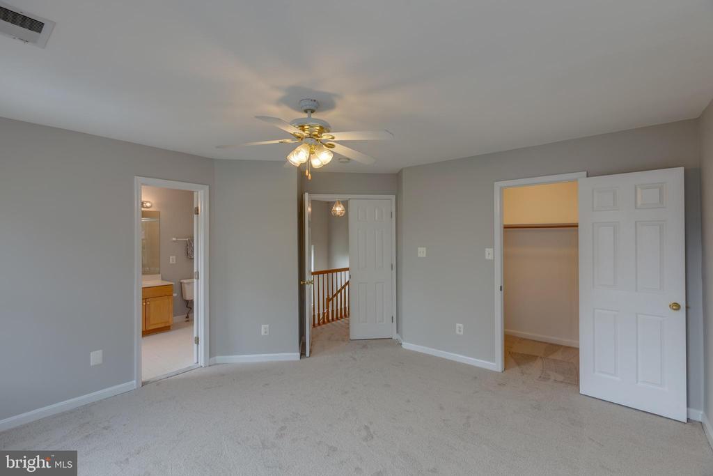 Freshly painted & New Carpet - 4772 BIDEFORD SQ, FAIRFAX