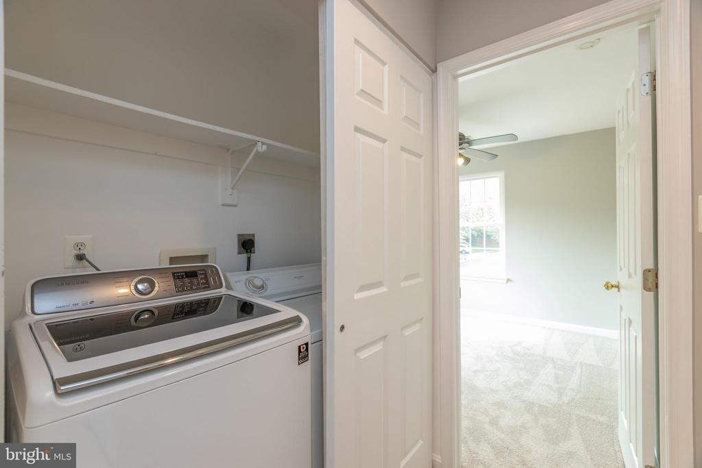 Upper level laundry - 4772 BIDEFORD SQ, FAIRFAX