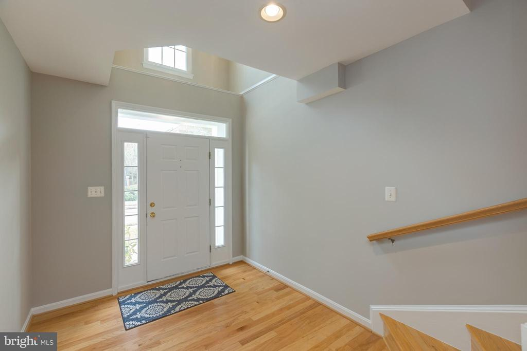 Grand and Spacious Foyer - 4772 BIDEFORD SQ, FAIRFAX