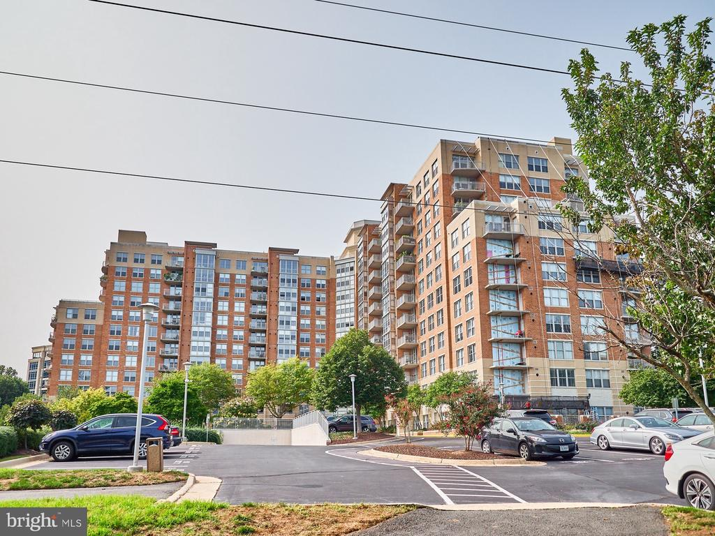 - 11800 SUNSET HILLS RD #518, RESTON