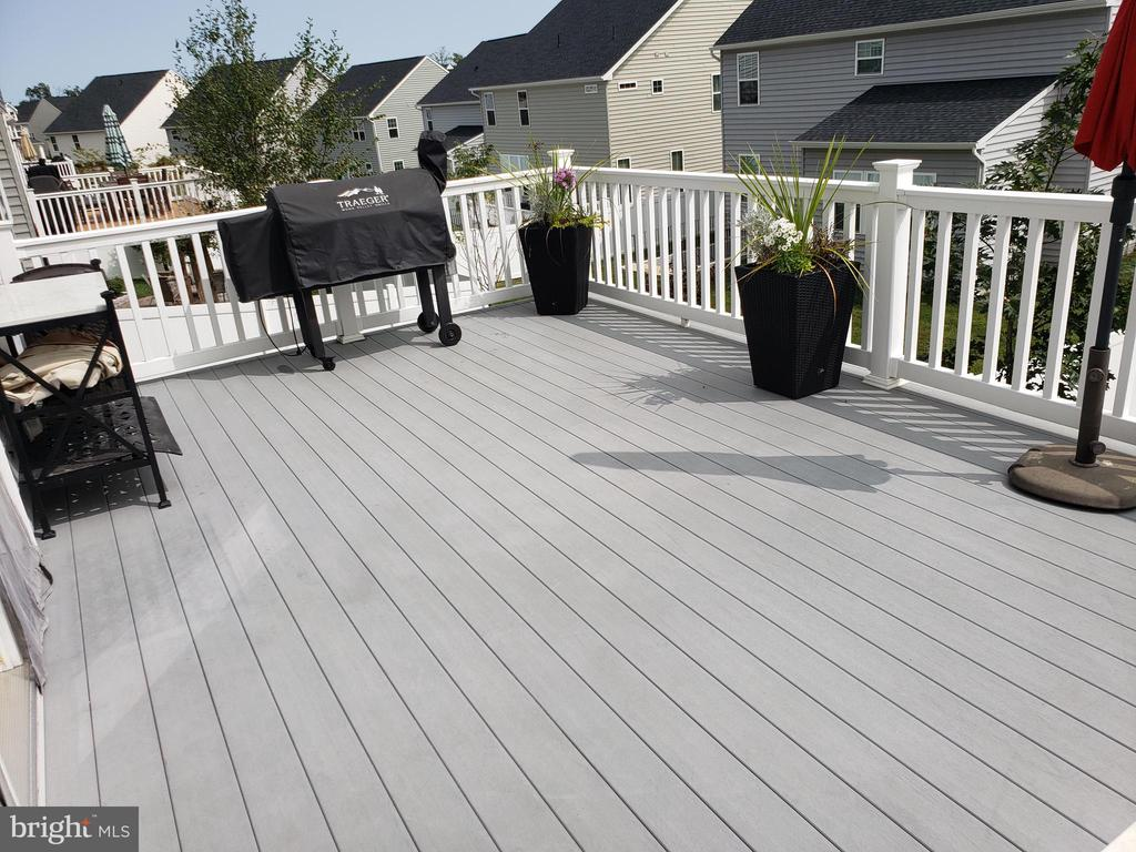 DECK WITH ENOUGH SPACE FOR BBQ - 12409 MAYS QUARTER RD, WOODBRIDGE