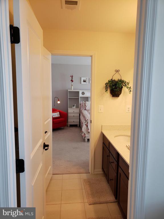 SHARED BATH BEDROOM 4 & 3 - 12409 MAYS QUARTER RD, WOODBRIDGE