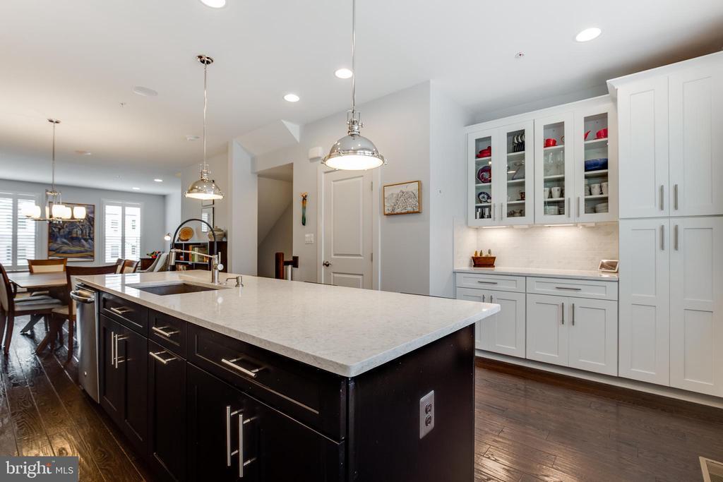 Gourmet Kitchen - 5717 11TH ST N, ARLINGTON
