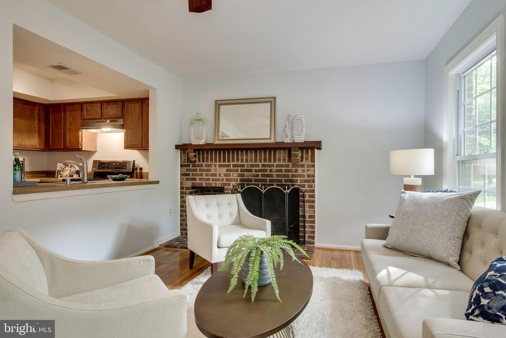 FAMILY ROOM w/ WOOD-BURNING FIREPLACE - 2440 S WALTER REED DR #1, ARLINGTON