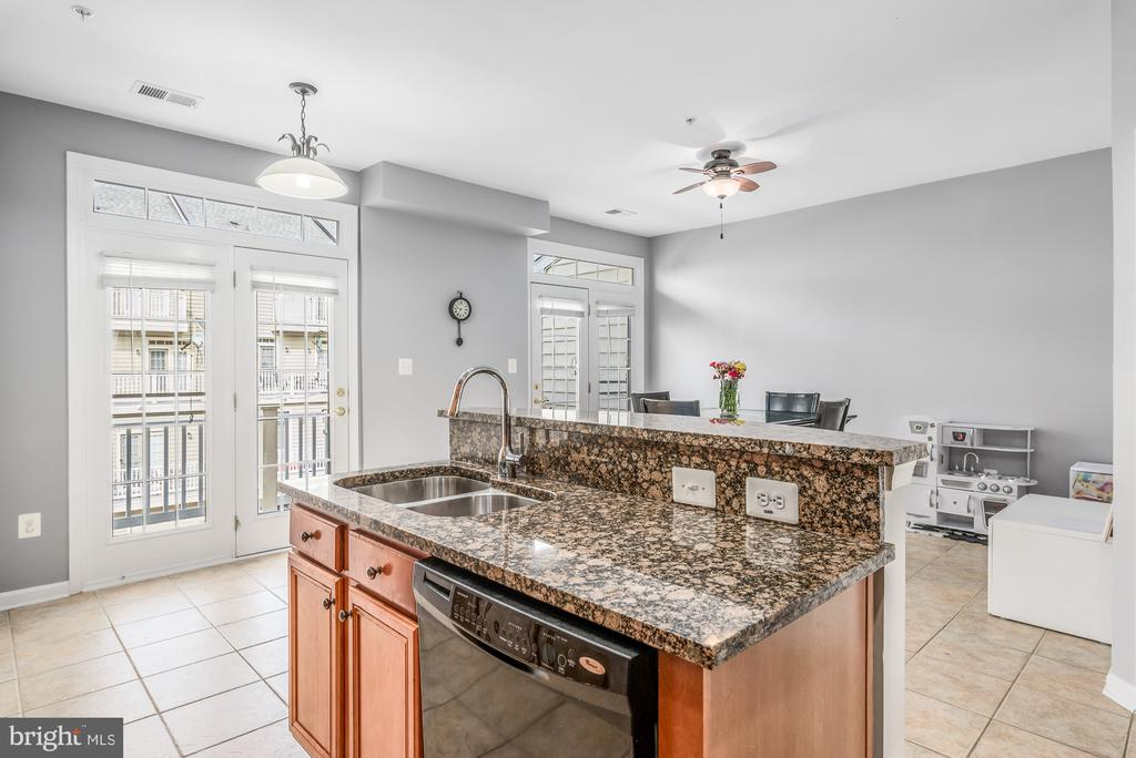 Warm wood cabinets and granite countertops - 7107 LITTLE THAMES DR, GAINESVILLE