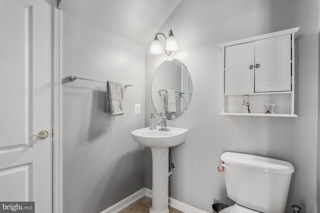 Half bath on this level - 7107 LITTLE THAMES DR, GAINESVILLE