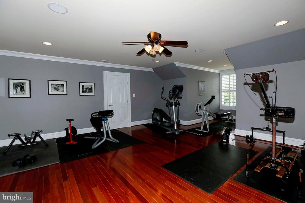 Workout  from home - 8225 WOLF RUN SHOALS RD, CLIFTON