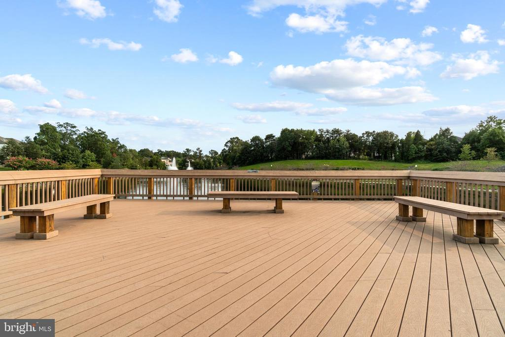 Pierview with Seating - 9434 STILSON DR, MANASSAS