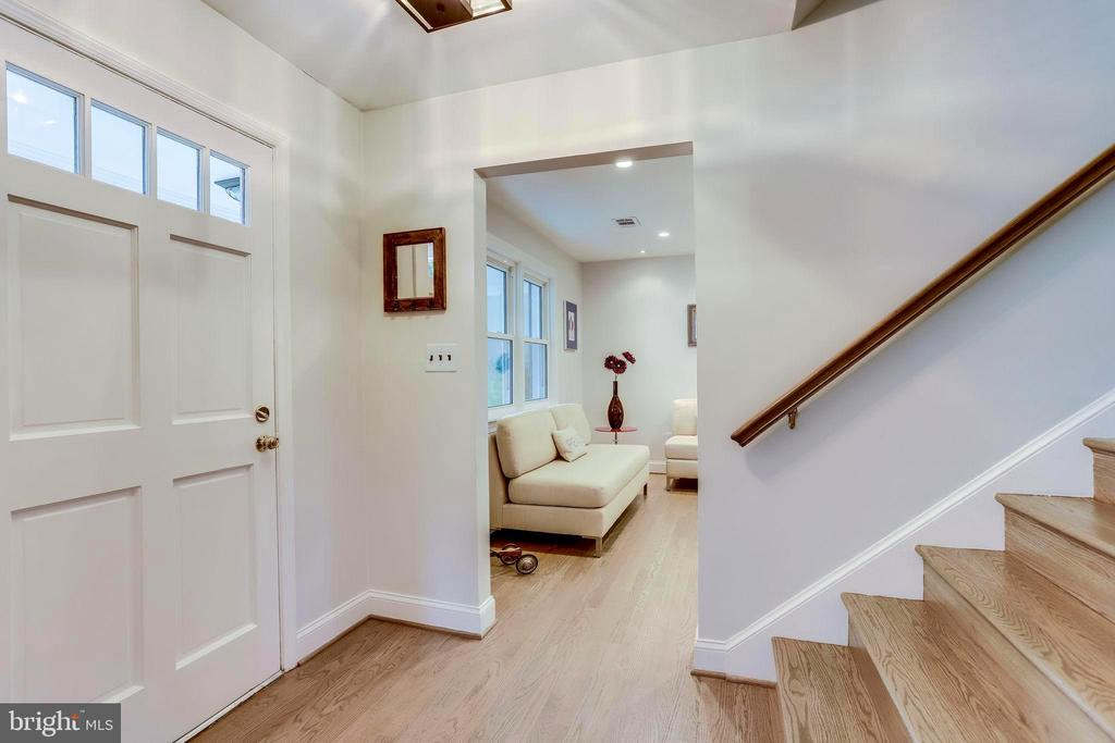 Back to the Foyer on Way to the Kitchen - 11914 WAYLAND ST, OAKTON