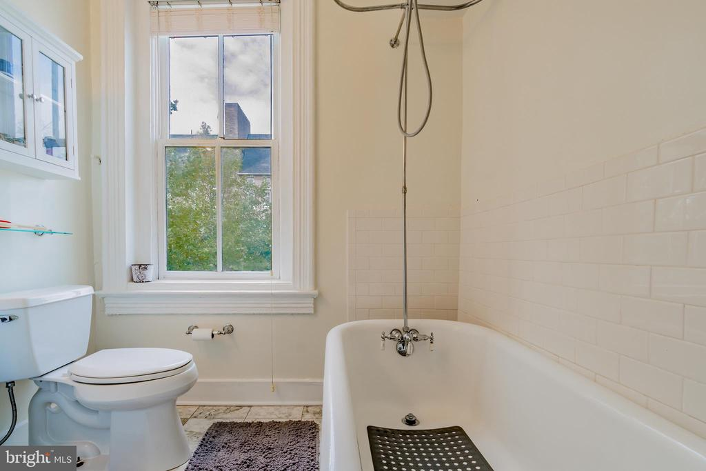 (2nd) One Bedroom - 1133 D ST NE, WASHINGTON