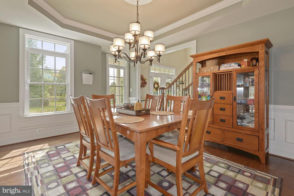 Dining room is off the front of the house - 20669 PERENNIAL LN, ASHBURN