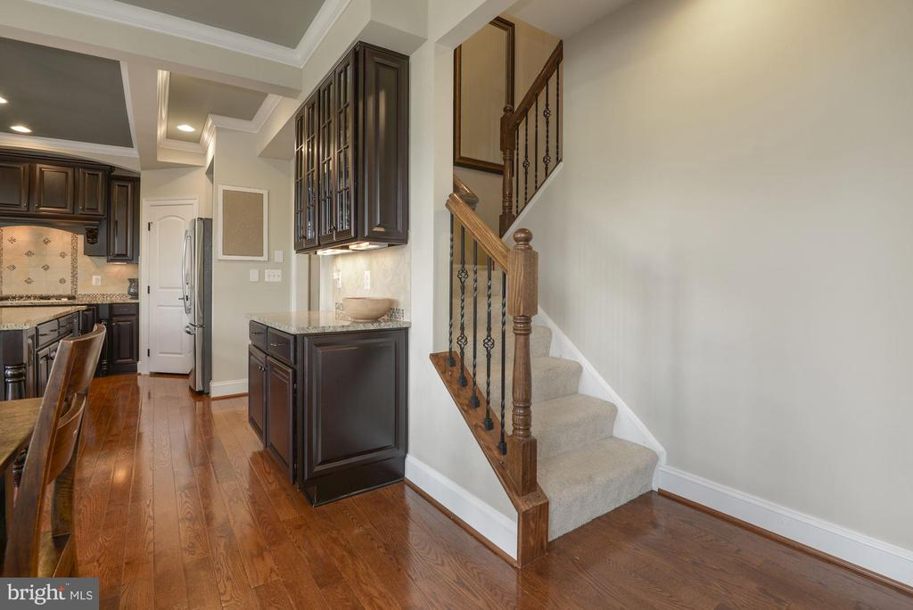 Back staircase to bedroom level - 20669 PERENNIAL LN, ASHBURN