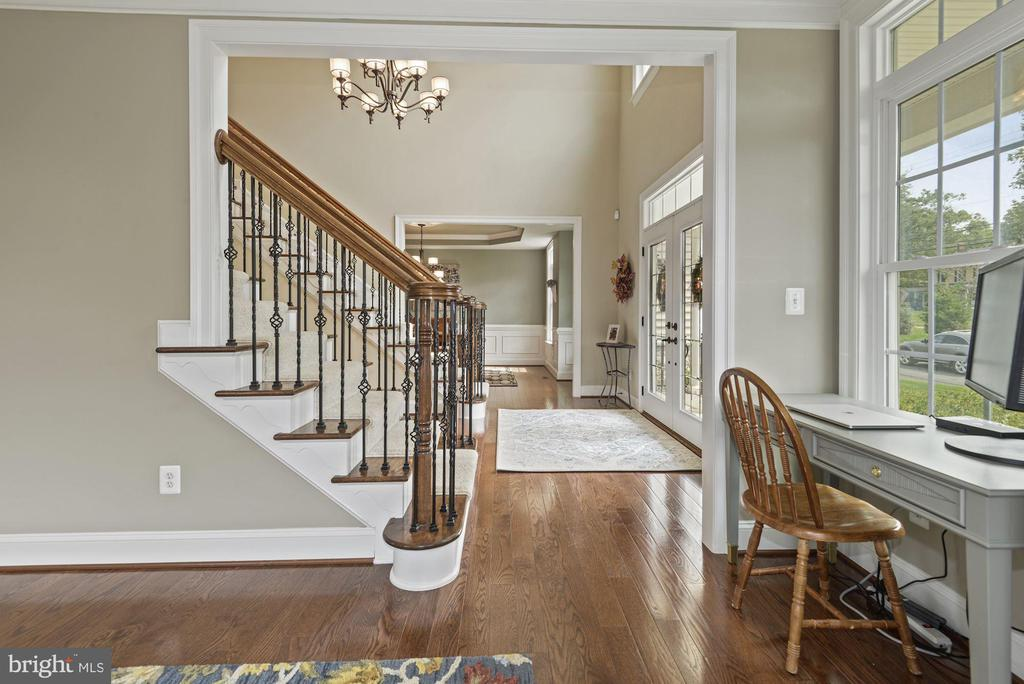 View from living room to foyer - 20669 PERENNIAL LN, ASHBURN