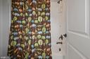 Private  tub/shower in shared bath - 20669 PERENNIAL LN, ASHBURN