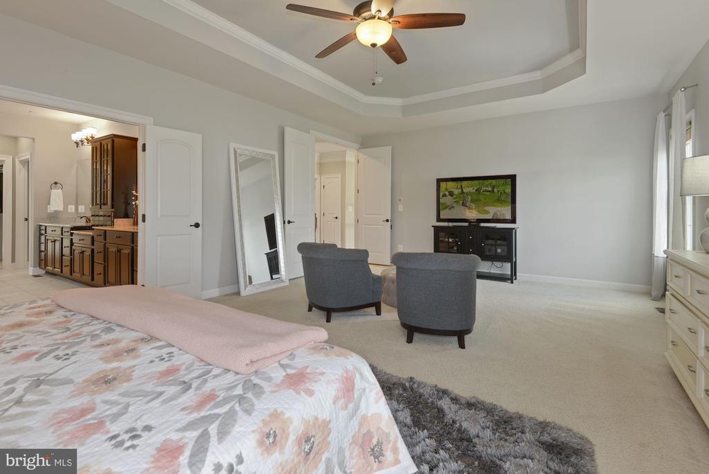 Primary bedroom opens to en suite bath - 20669 PERENNIAL LN, ASHBURN
