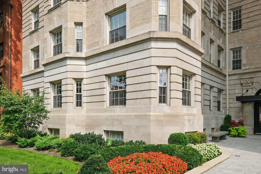 Lovely Unit Just Walk in and Up a Few Steps - 1801 16TH ST NW #105, WASHINGTON