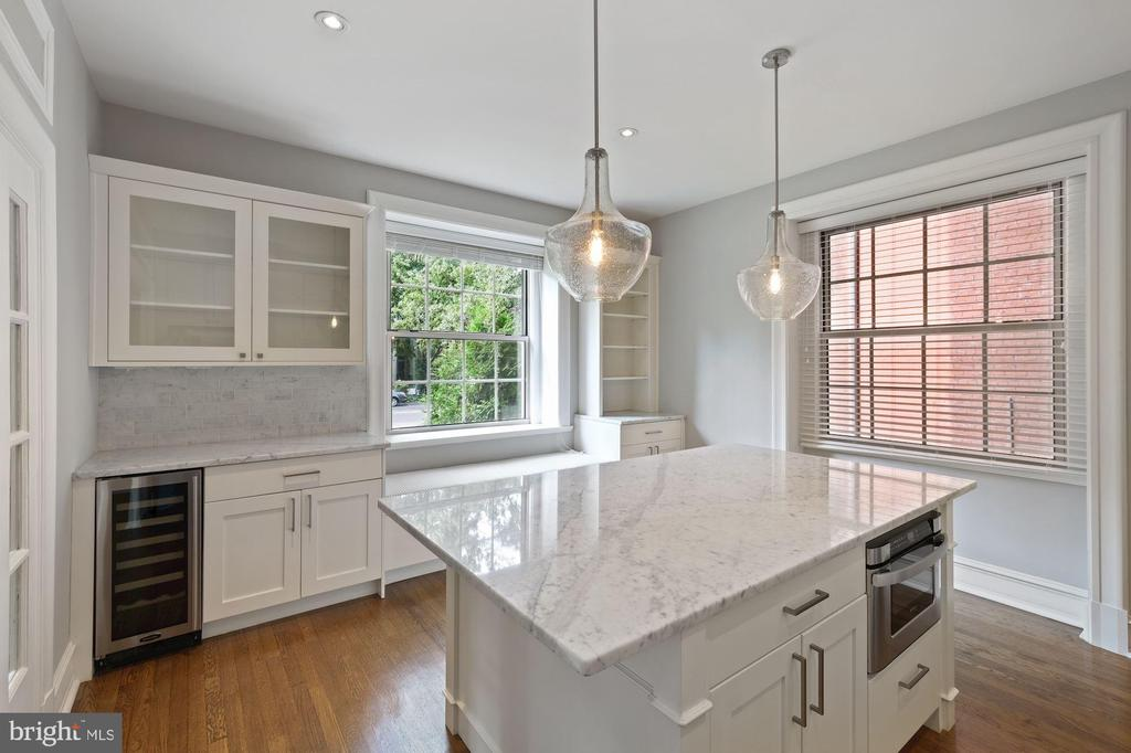Lots of Cabinets in Marble Kitchen w/Granite Tops - 1801 16TH ST NW #105, WASHINGTON