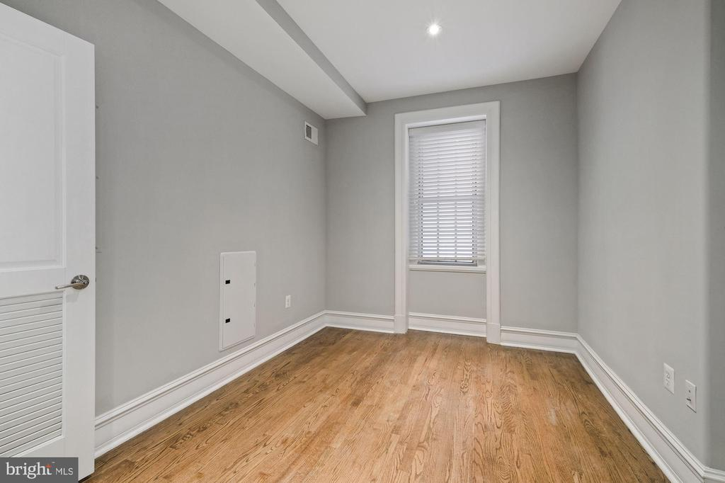 Second Bedroom w/Window - 1801 16TH ST NW #105, WASHINGTON