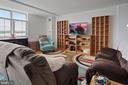 Living room - 501 SLATERS LN #123, ALEXANDRIA