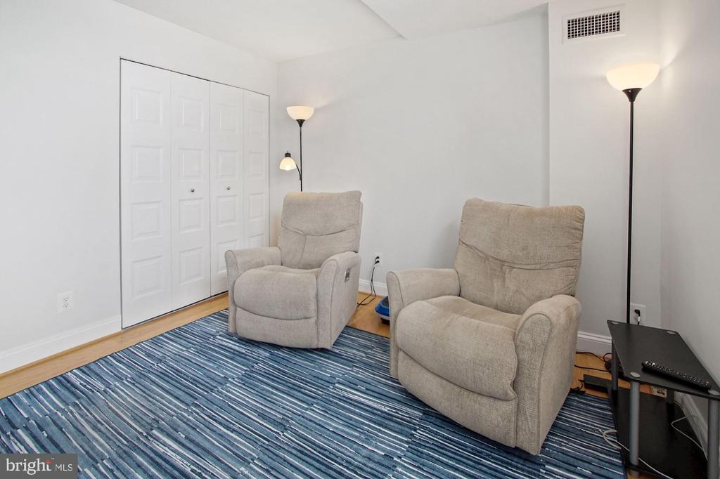 2nd bedroom - 501 SLATERS LN #123, ALEXANDRIA