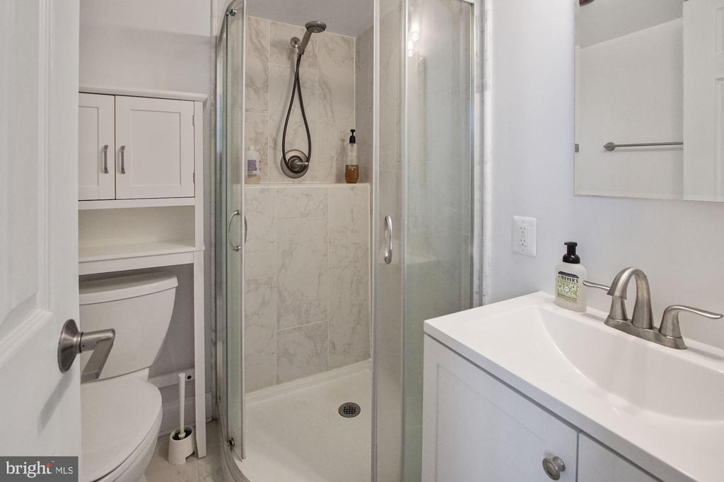 Primary bedroom en-suite bathroom - 501 SLATERS LN #123, ALEXANDRIA