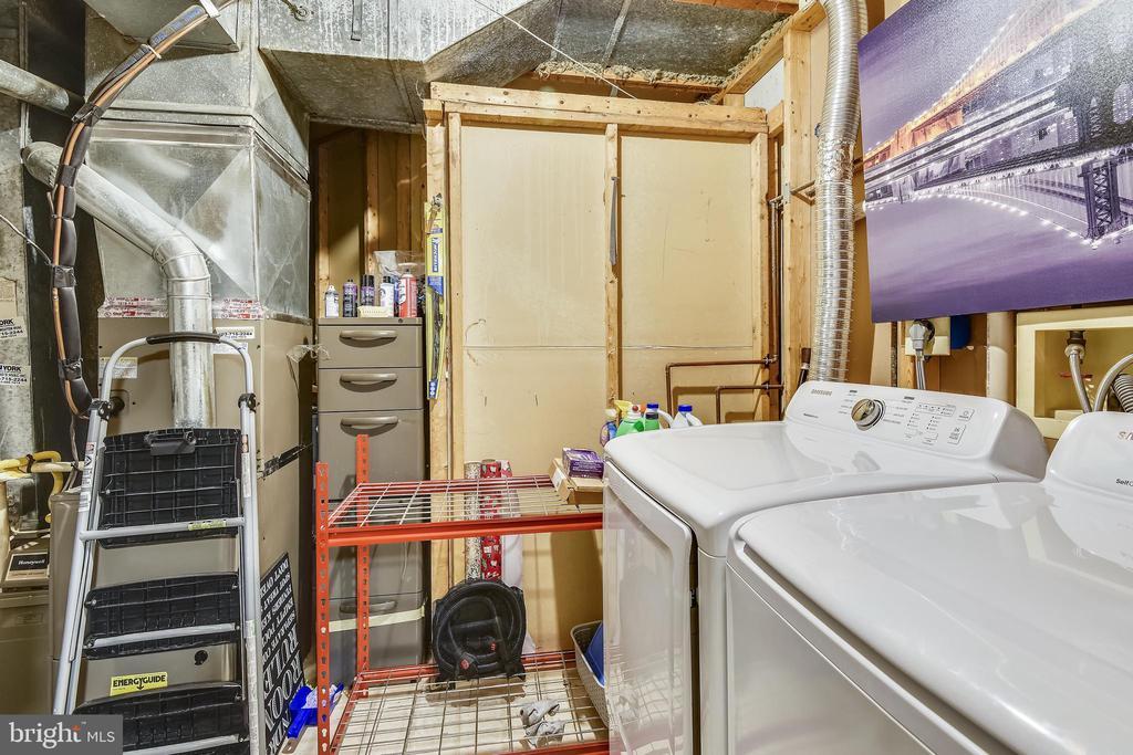 Laundry Room - 21115 FIRESIDE CT, STERLING