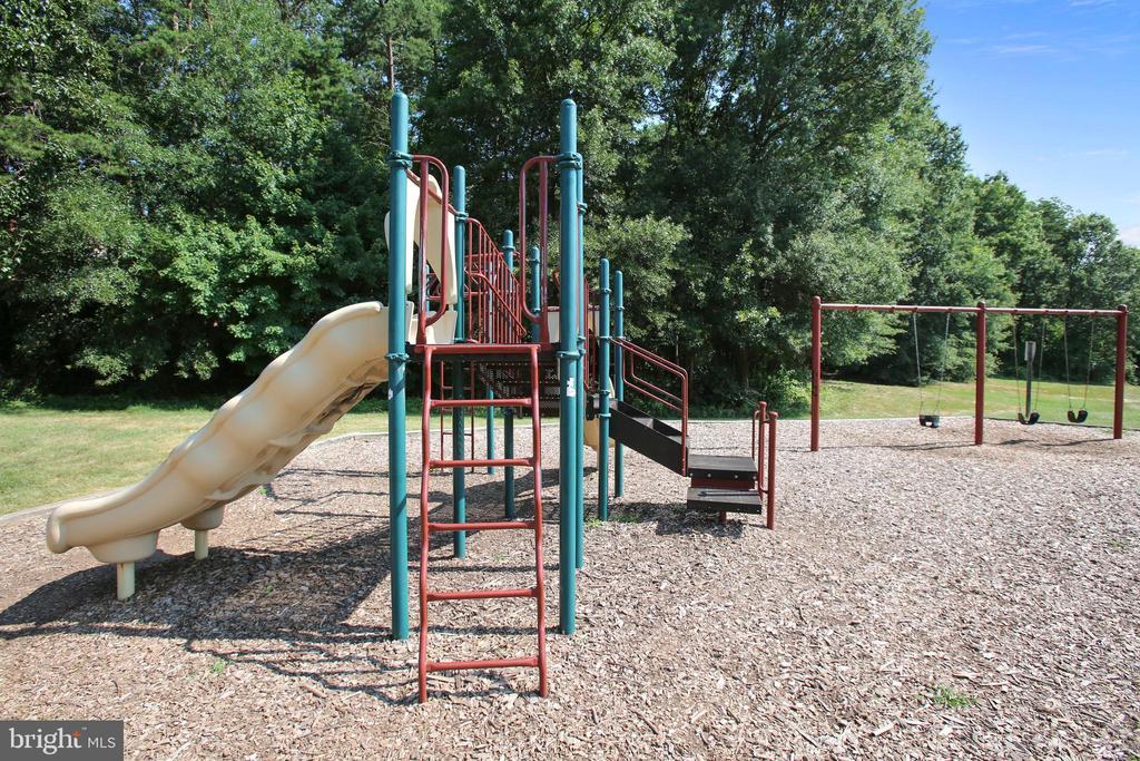 Mirror Ridge Playground - 21115 FIRESIDE CT, STERLING