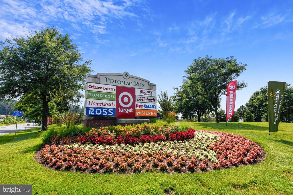 Amazing shopping Centers - 21115 FIRESIDE CT, STERLING