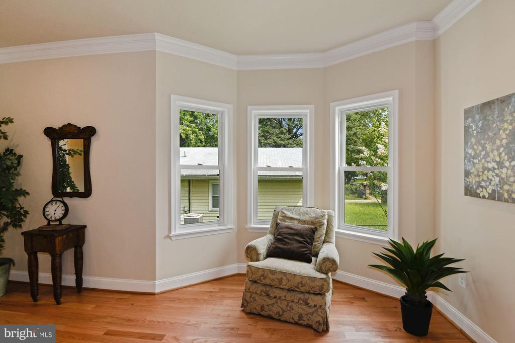 Sitting Room - 4808 SOMERSET RD, RIVERDALE