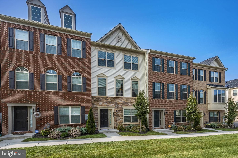 Single Family Homes per Vendita alle ore Lanham, Maryland 20706 Stati Uniti