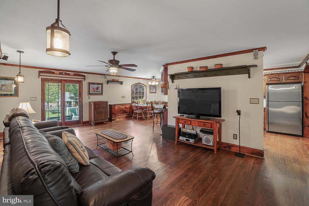 Living room area - 11829 CASH SMITH RD, KEYMAR