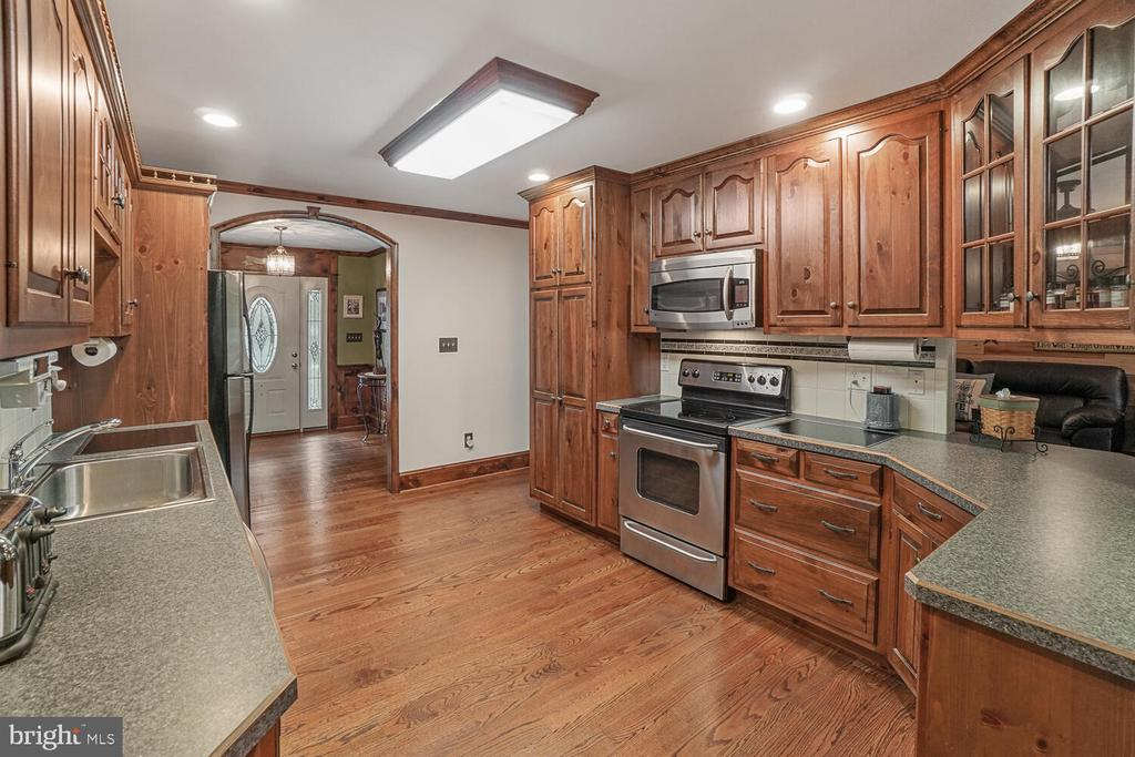 Kitchen with lots of counter space - 11829 CASH SMITH RD, KEYMAR