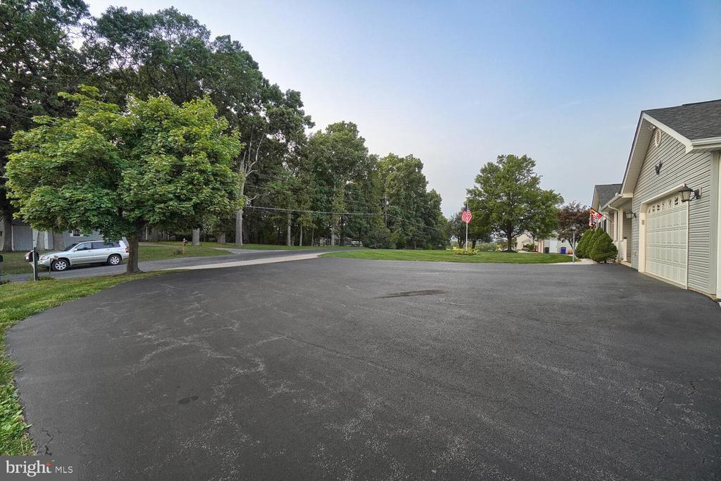 Many parking spaces & enough room to park RV - 11829 CASH SMITH RD, KEYMAR