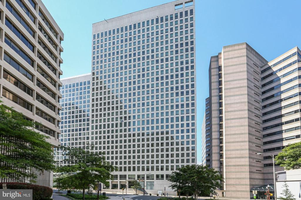 Convenient location in Rosslyn! - 1111 19TH ST N #1706, ARLINGTON