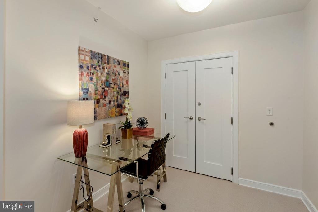Den - perfect for a home office! - 1111 19TH ST N #1706, ARLINGTON