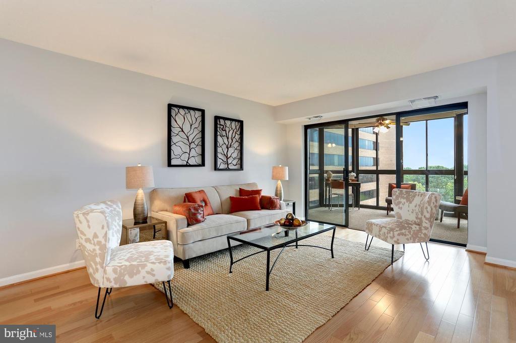 Large living area - 1600 N OAK ST #308, ARLINGTON