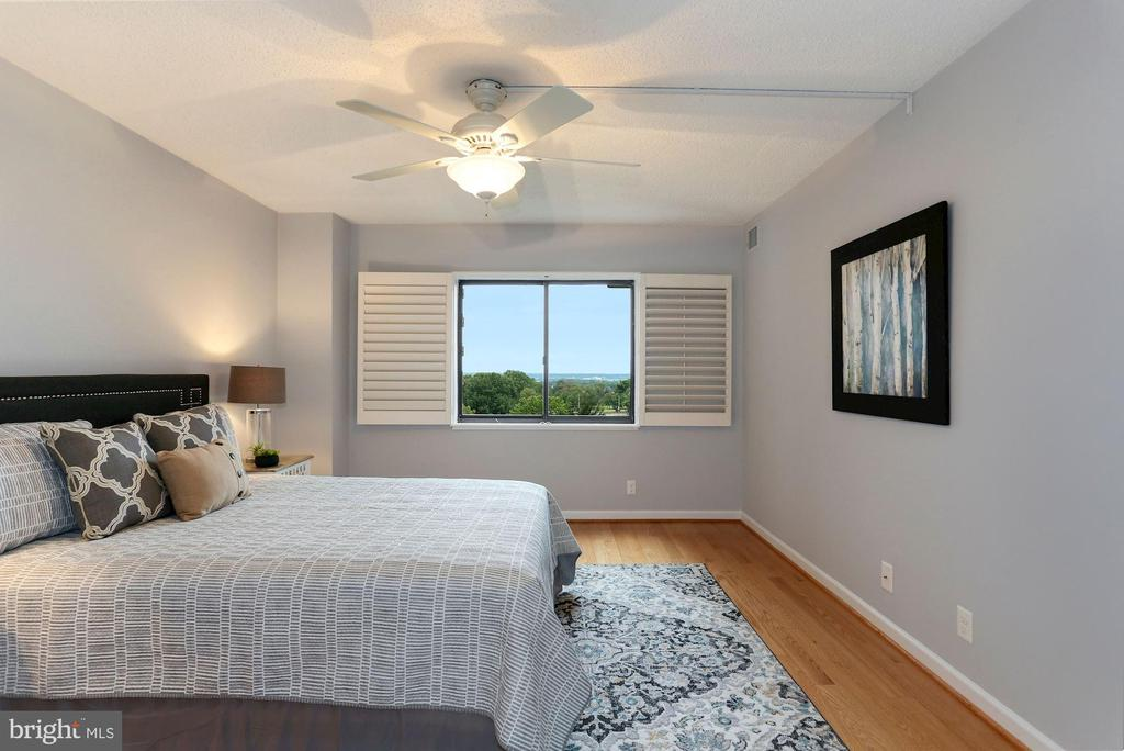 Owner's suite - 1600 N OAK ST #308, ARLINGTON