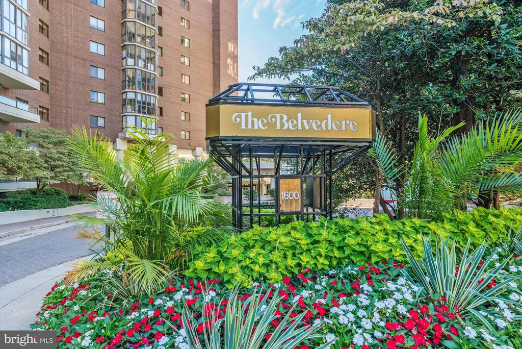 The Belvedere is conveniently located in Rosslyn! - 1600 N OAK ST #308, ARLINGTON
