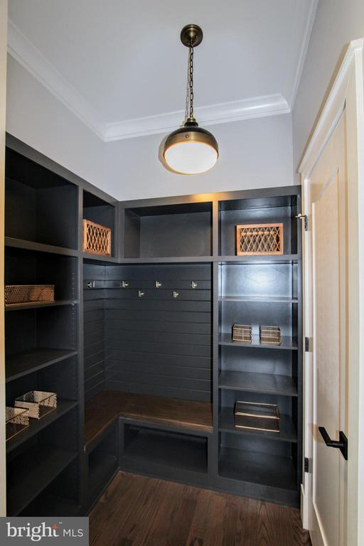 Mudroom of similar floor plan - 117 COURTHOUSE RD SW, VIENNA