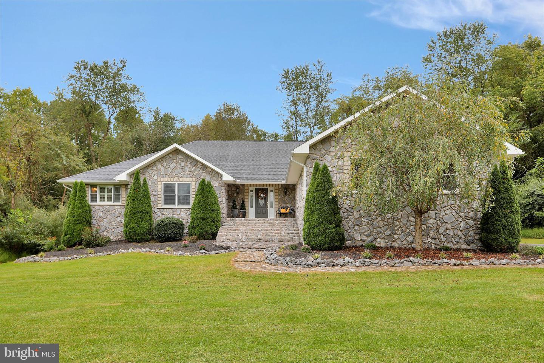 Single Family Homes для того Продажа на Hedgesville, Западная Виргиния 25427 Соединенные Штаты
