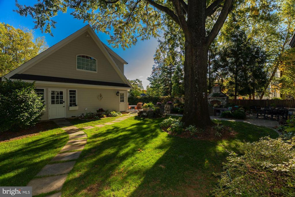Spectacular Backyard with Guest House & Pool - 3629 N VERMONT ST, ARLINGTON