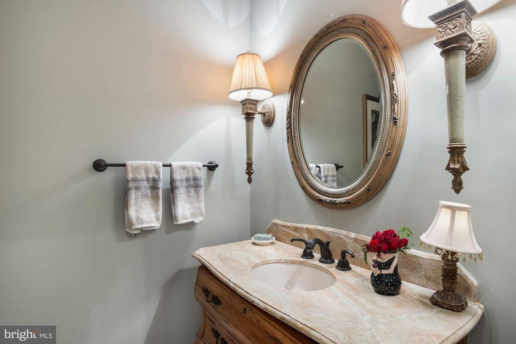 Powder Room - 3629 N VERMONT ST, ARLINGTON