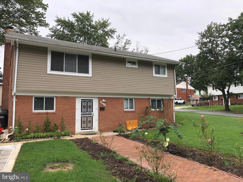 Single Family Homes para Venda às Suitland, Maryland 20746 Estados Unidos
